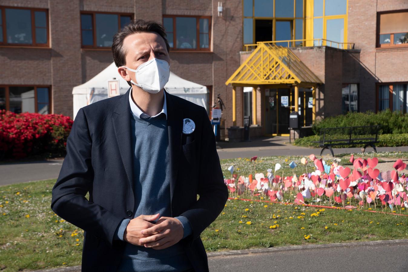 Burgemeester Kenneth Taylor vecht al maanden tegen het virus in het woonzorghuis Molenkouter in zijn eigen gemeente Wichelen