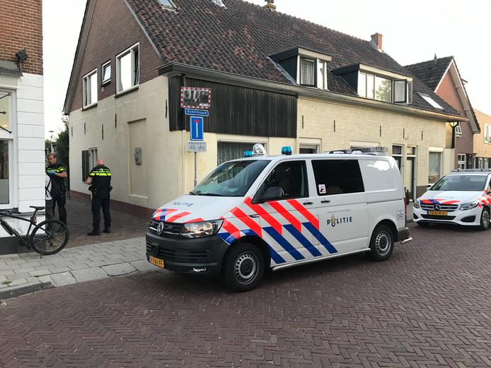 De politie rekent een man in na een mesincident in Wijhe.