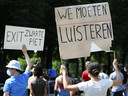 'We moeten luisteren'- Demonstranten voeren actie op de Pettelaarse Schans tegen racisme. De demonstratie is ingegeven door de Black Lives Matter beweging, die wereldwijd protesteert na de dood van de zwarte Amerikaan George Floyd.