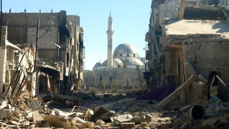 Midden: de Khaled bin Walid-moskee in de stad Homs. De foto is genomen na een bombardement in juli 2013. Beeld afp