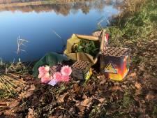 Bloemen en vuurwerk voor omgekomen mannen (20) uit Someren-Eind, condoleanceregister geopend