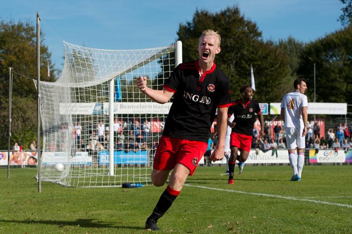 In de met 7-1 gewonnen wedstrijd tegen FC Breukelen was linksachter Coen de Groot trefzeker namens ARC.