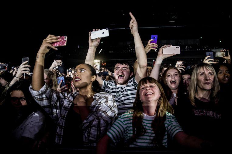 Toeschouwers bij een concert in de Afas Live. Beeld Hollandse Hoogte / Paul Bergen