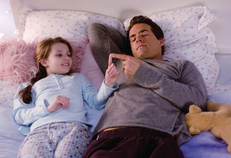 Abigail Breslin en Ryan Reynolds in Definitely, Maybe.  Beeld
