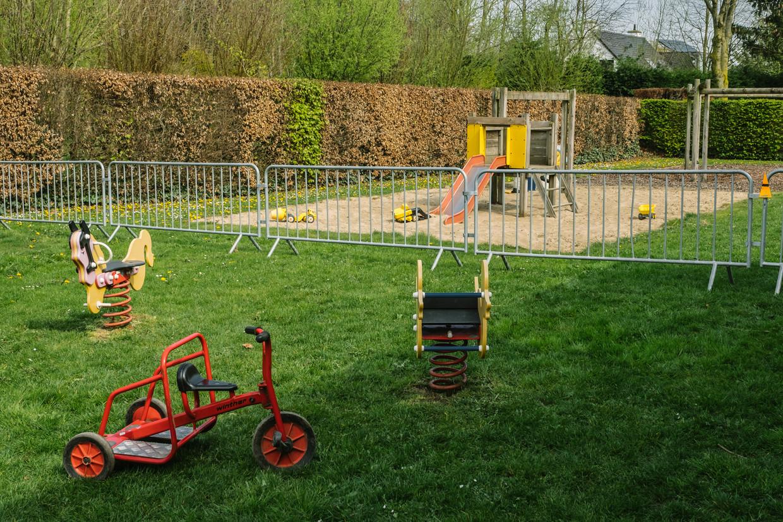 Gehalveerd speeltuintje in Langemark.