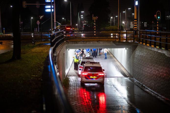 Stewards, omstanders en politie verlenen eerste hulp aan de gebotste fietsers
