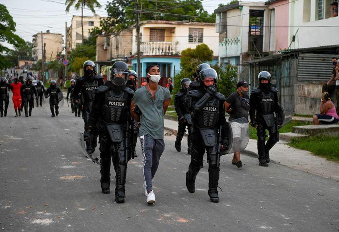 Al meer dan 5.000 mensen werden gearresteerd.