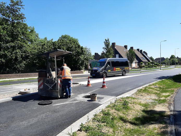 De Hazenkamplaan in Oss is weer toegankelijk voor autoverkeer. Er moeten nog enkele werkzaamheden uitgevoerd worden.