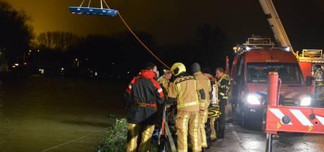 Man in kritieke toestand nadat auto te water raakt