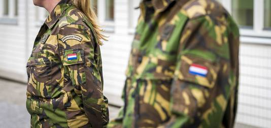 Defensie maakt veel plannen, die in de praktijk vaak niet werken, stelt de commissie.