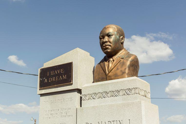 Monument ter nagedachtenis van Martin Luther King aan de Brown Chapel in Selma, Alabama. Beeld Jef Boes / Tim Coppens