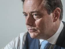 Des hommes masqués et armés se trompent de maison et menacent les voisins de Bart De Wever
