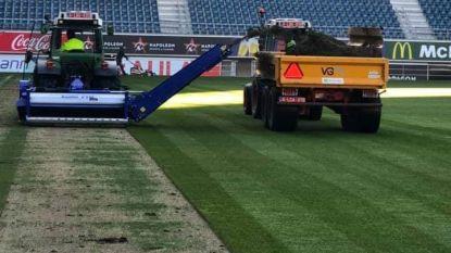 Creatief met corona: een nieuwe grasmat voor Ghelamco Arena, nu er toch niet gevoetbald mag worden