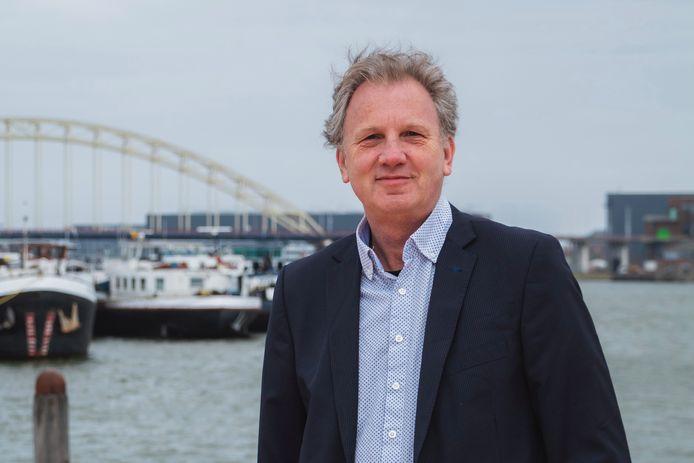 Oene Doevendans, fractievoorzitter van Realisitsch Ambacht wil niet dat zijn gemeente extra aandelen van Stedin koopt.