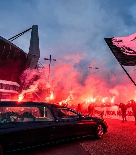 Harry van Raaij ontvangt laatste saluut waar iedere PSV'er kippenvel van krijgt