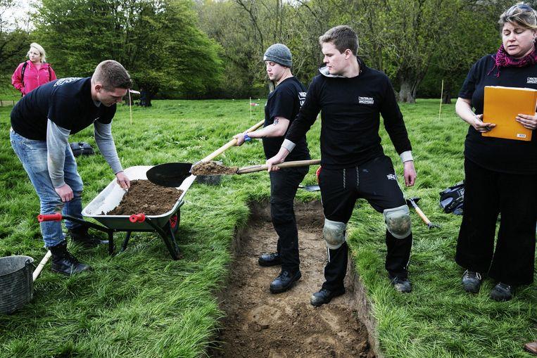 Werken op een historisch slagveld helpt de Britten de eigen trauma's te verwerken. Beeld Tim Dirven