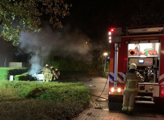 De brandweer heeft maandagavond een autobrand geblust aan de Hagedoorn in 's-Heerenberg.