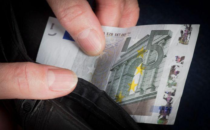 Foto ter illustratie. De stichting Woensdrecht Werkt zit krap bij kas en kan extra geld goed gebruiken.