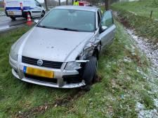 Automobilist klapt op busje voor verkeerslichten in Raalte: verkeer naar Deventer en Zwolle vertraagd