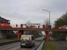 Politie beëindigt demonstratie tegen coronamaatregelen op viaducten in Cuijk