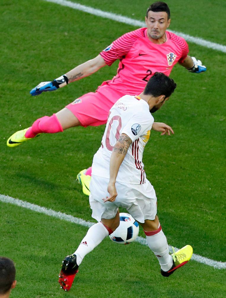Spanje kwam snel op voorsprong langs Morata die scoorde op deze bal van Fàbregas Beeld AP