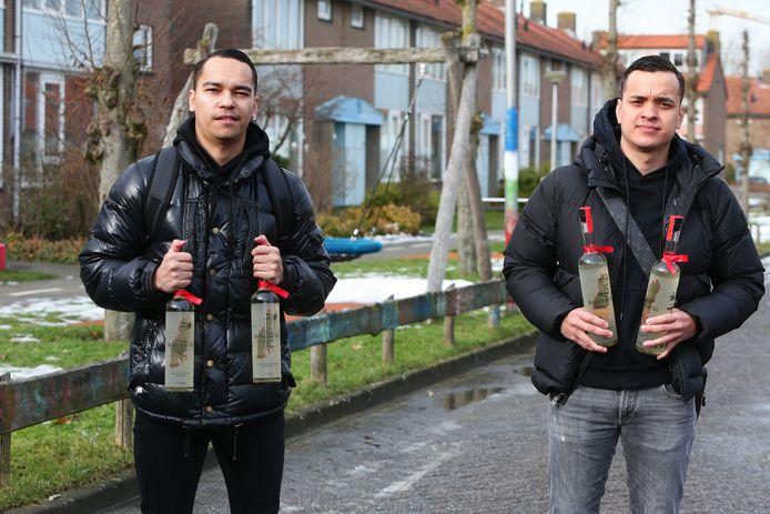 Raymon Kruijs (links) en Marchiano Sihasale groeiden samen op in Leerdam, nu hebben de twee vrienden een eigen jenevermerk gelanceerd: Barak'51.