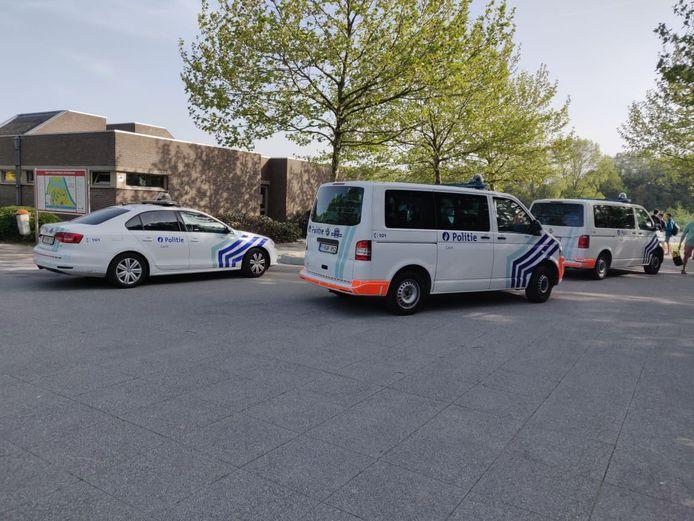 Combi's en ambulances aan de Blaarmeersen.