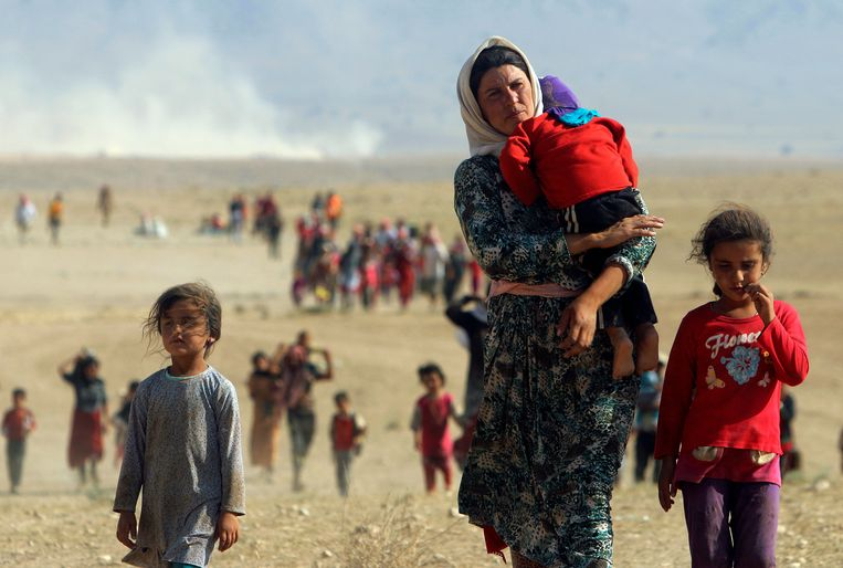 Jezidi op de vlucht in augustus 2014  Beeld REUTERS