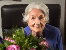 Honderdjarige Annemarie Bodewes uit Hengelo drinkt iedere avond glaasje port