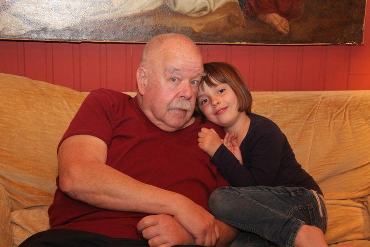 Anton Cogen met zijn kleindochter Margot.