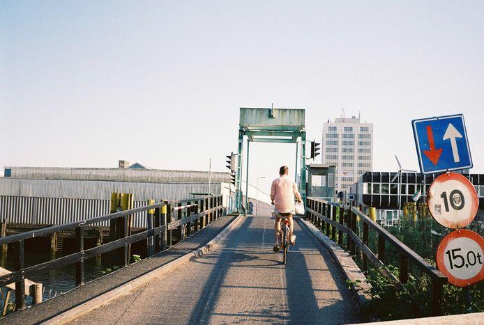 Op vakantie in eigen stad met mijn geliefde - Rotterdam heeft nog heel wat onontdekte plekken. Foto genomen met mijn analoge camera.
