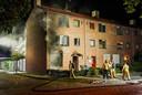 De ruiten waren uit de sponningen gesprongen door de explosie in de nacht van maandag op dinsdag in een woning aan de Moreelselaan in Eindhoven.
