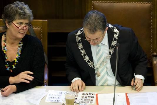 Jantine Kriens (links) en de Rotterdamse burgemeester Ahmed Aboutaleb.