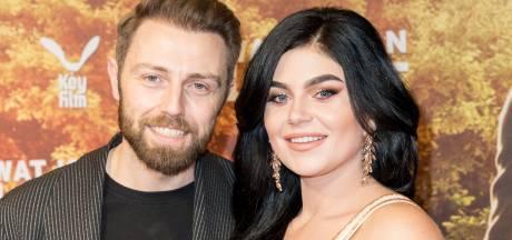 Verloofde Roxeanne reageert op Hazes-docu: 'Vreemde manier van straatje schoonvegen'