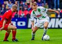Arjen Robben in 2001 in actie tegen FC Twente namens FC Groningen. Van zijn debuut op 3 december 2000 tot zijn vertrek naar PSV in de zomer van 2002 kwam Robben tot 12 goals in 52 wedstrijden voor Groningen.