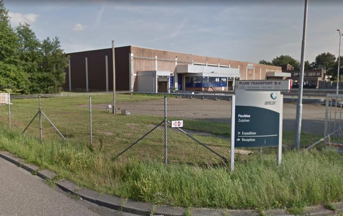 Verpakkingsbedrijf Amcor op bedrijventerrein De Mars in Zutphen. Hier gaan twaalf arbeidsplaatsen verloren.