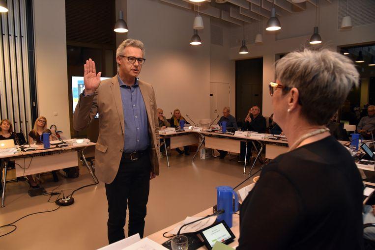 Paul Lauwers legt de eed af voor Open Vld. Hierdoor is de gemeenteraad voltallig.