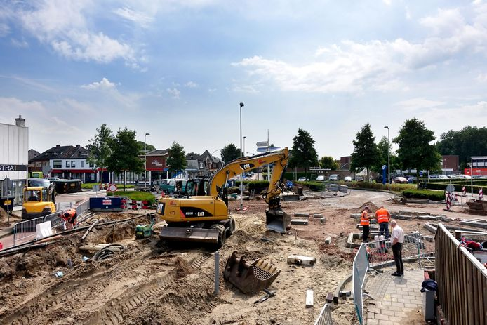 Na herinrichting van de Deurningerstraat richting Hengelo-Noord wordt nu gewerkt aan het deel tussen de rotonde en de Oldenzaalsestraat. Dat leidt tot problemen in omliggende straten.