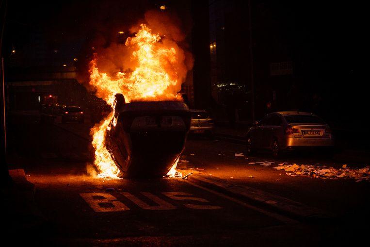 Een brandende auto in Bobigny tijdens rellen begin vorig jaar. Archieffoto.