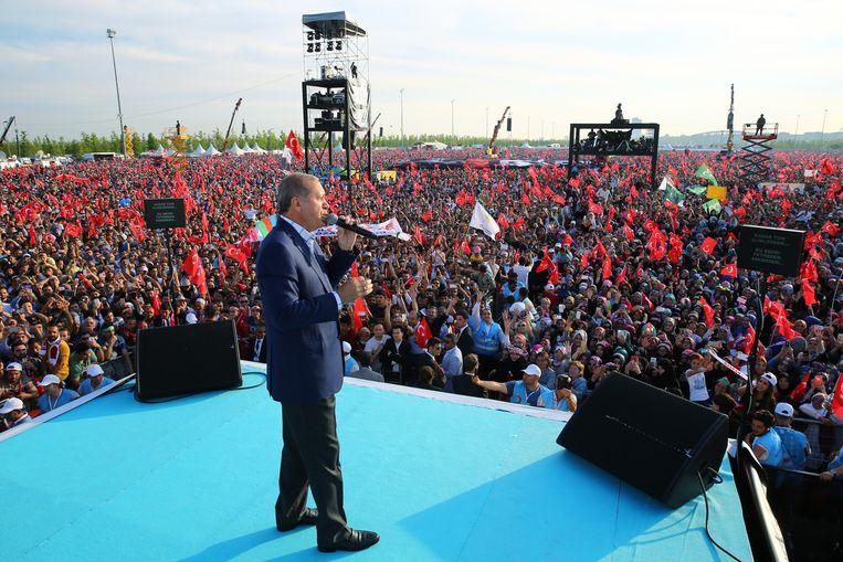 Erdogan past in een groeiend rijtje, met beloftes over de welvaartsstaat. Beeld Getty Images