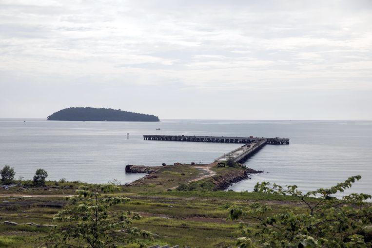 Een pier in aanbouw bij het Dara Sakor Seashore Resort.  Beeld Bloomberg via Getty Images
