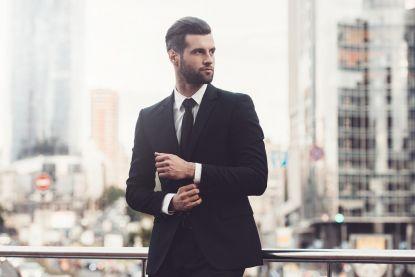 Daarom gebruiken mannen de onderste knoop van hun vest niet