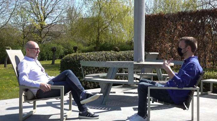 Anderlecht-CEO Jos Donvil in gesprek met VTM NIEUWS-journalist Jarno Bertho.