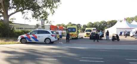 Bestuurder scooter zwaargewond bij botsing met auto op N324