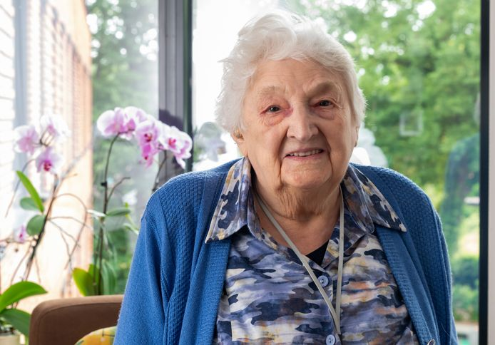 Mevrouw Westhuis-van de Steeg (100) uit Nunspeet is één van de vele honderdplussers in Nederland.