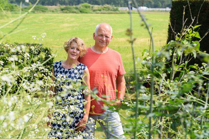 Thea en Gerrit Kleine Wiecherink stellen hun tuin tussen Usselo en Haaksbergen dit jaar voor het eerst open tijdens het Open Tuinen Weekend van Groei&Bloei Berkelland/Haaksbergen.