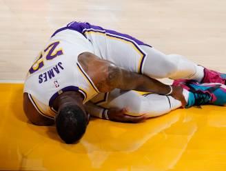 Lakers-ster LeBron James loopt enkelblessure op, maar scoort eerst nog driepunter voor vervanging