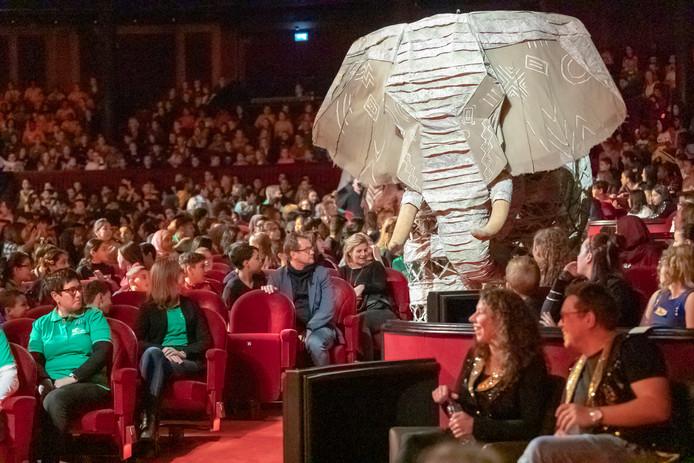 1500 Kinderen uit achterstandswijken bezoeken de Lion King in het Circustheater in Scheveningen.