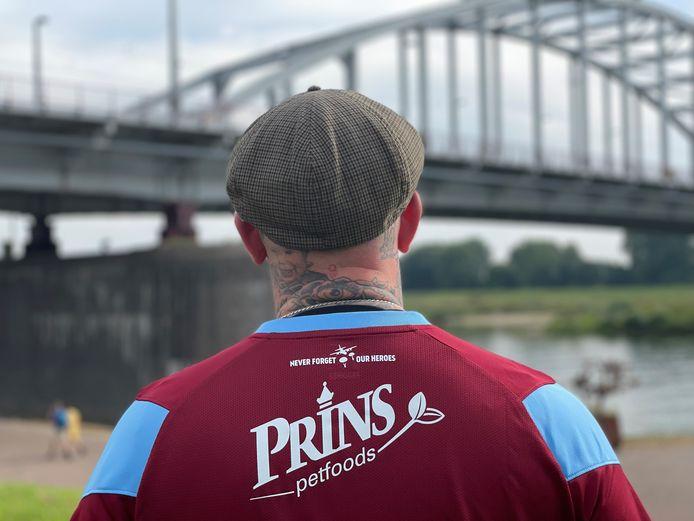 Ben Saunders in het nieuwe Airborneshirt van Vitesse