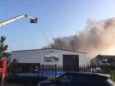 Grote brand bij zwembadfabrikant Aqua Unique in Steenbergen